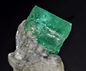 Le Jade En Qualite Imperiale Le Gemme Le Plus Cher De La Planete
