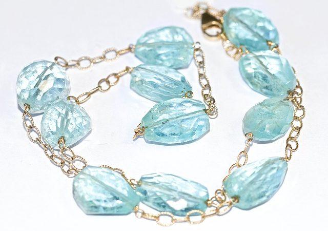 L'Aigue-Marine : une pierre précieuse aux bleus intenses